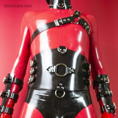 Heavy rubber belt with 6 buckles