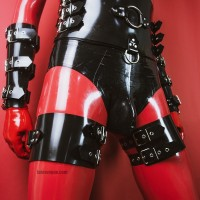 Heavy rubber thigh cuffs model.16