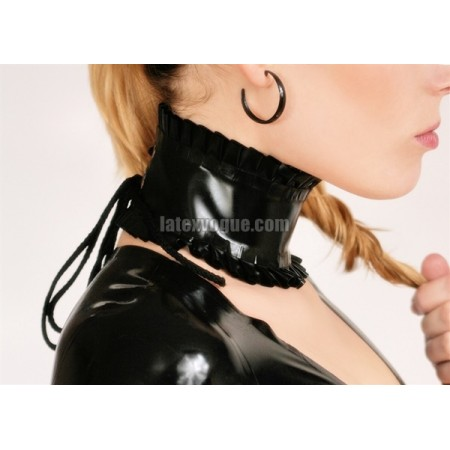 Latex collar with frill