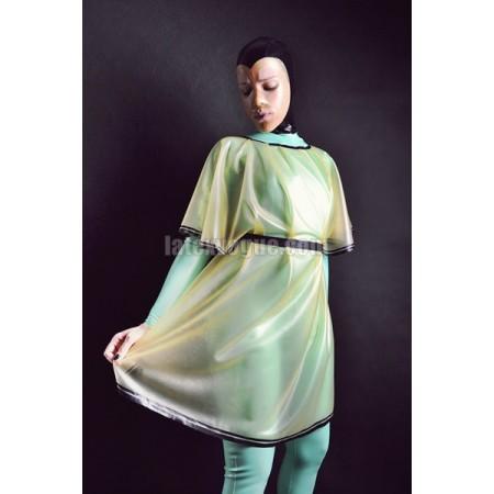 Latexové šaty s netopířími rukávy